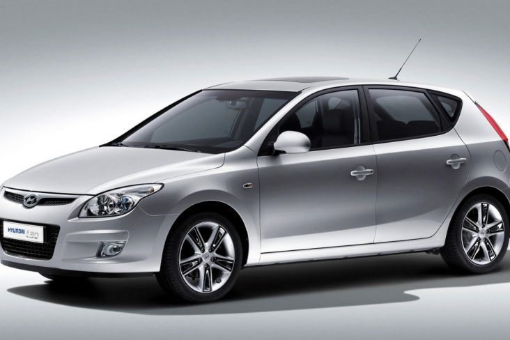 hyundai i30 modelo 2007 a 2010 prata visto de lado