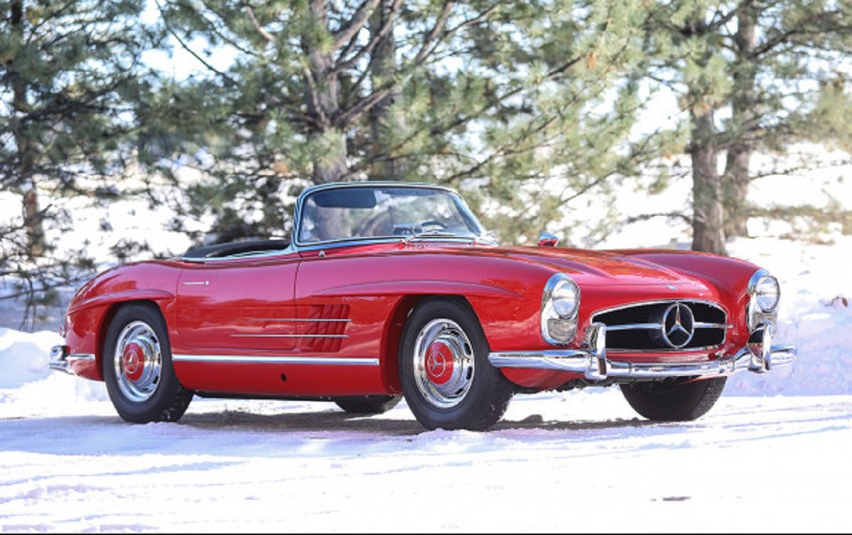 mercedes benz 300 sl roadster 1958 A semana de leilões que ocorre anualmente no Arizona é palco para os principais carros esportivos e antigos trocarem de mãos.