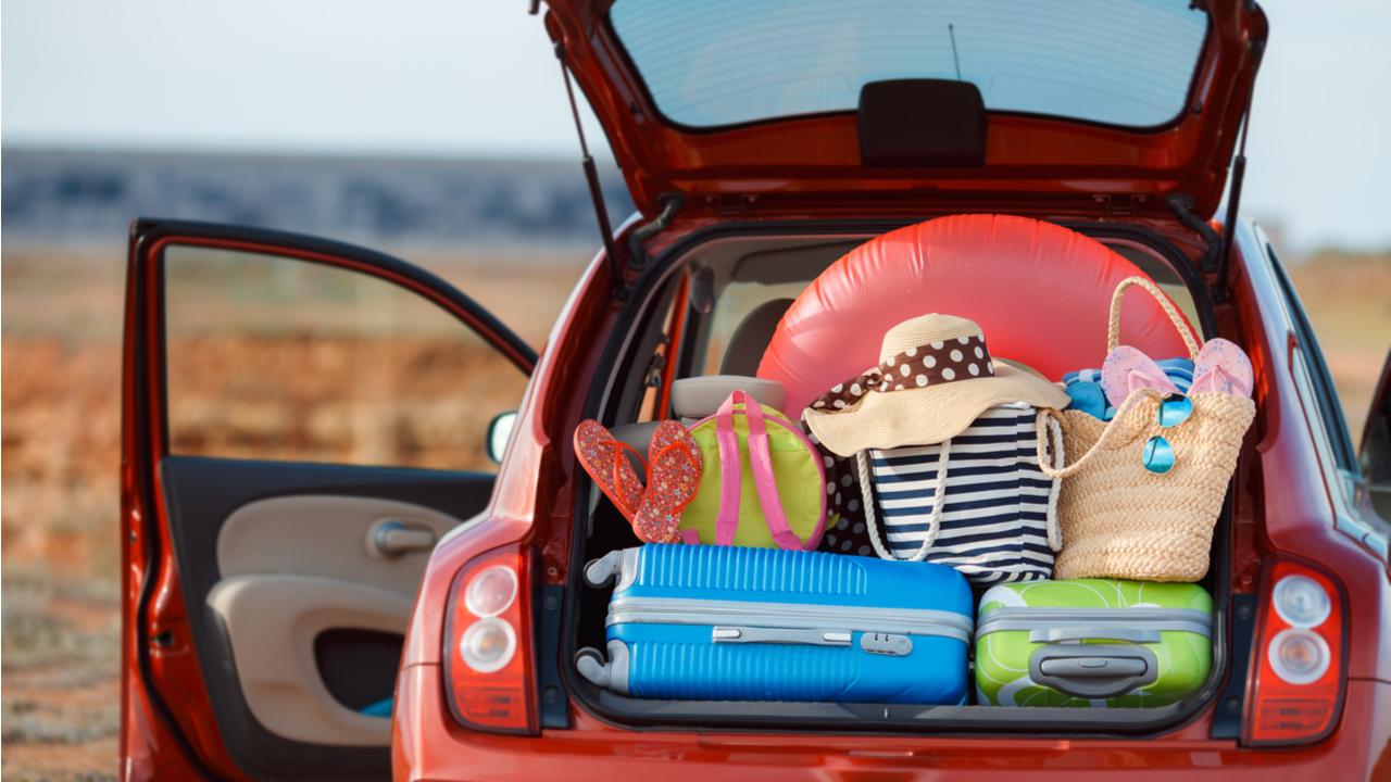 viajar carro familia porta malas viagem shutterstock