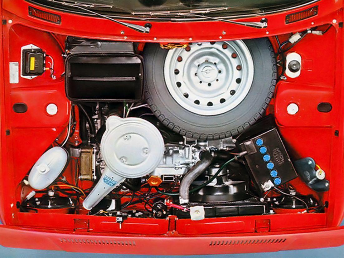 manutenção de carros: motor transversal de um Fiat 128
