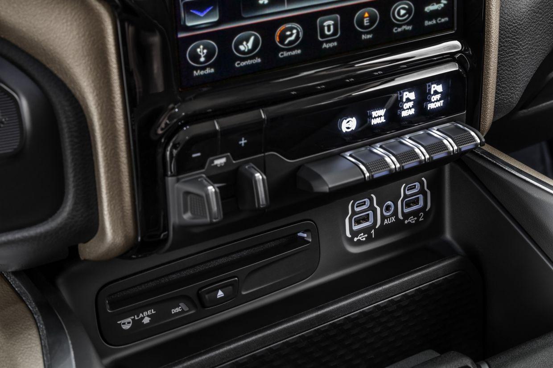 nova ram 2500 2020 interior console central