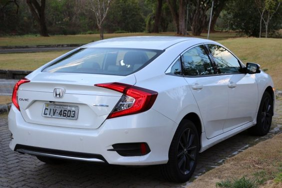 honda civic touring traseira
