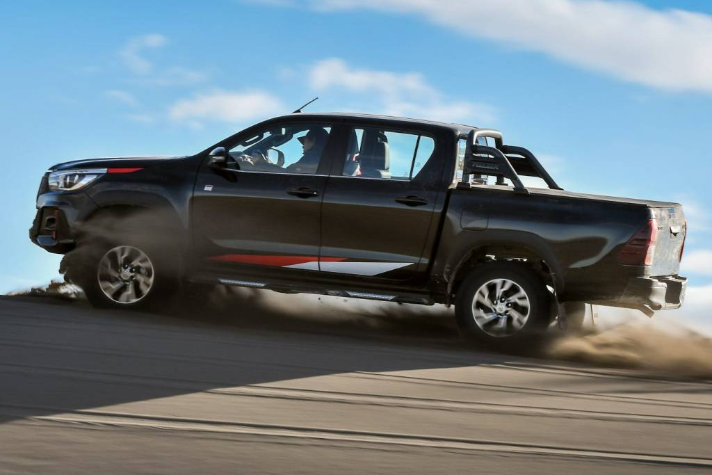 lateral toyota hilux gr sport