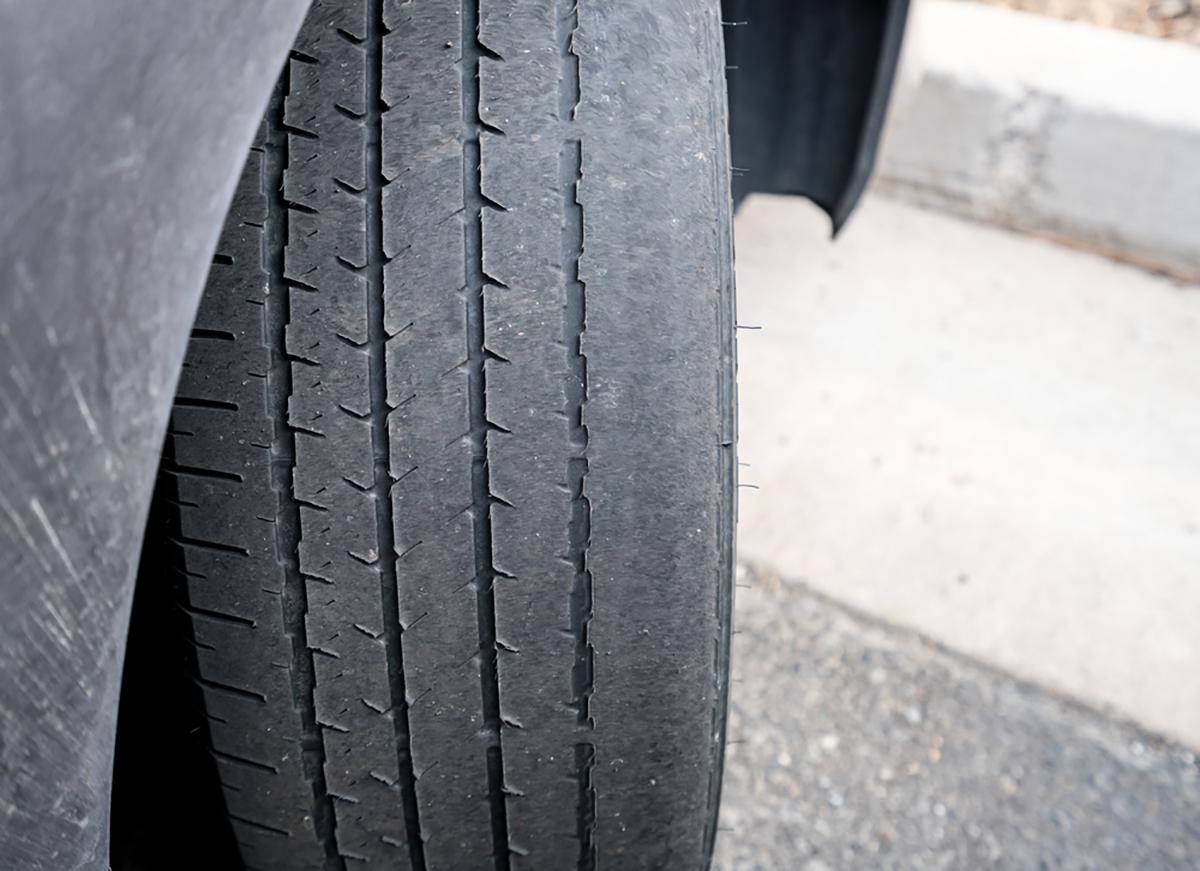 pneu careca cambagem shutterstock 635977388