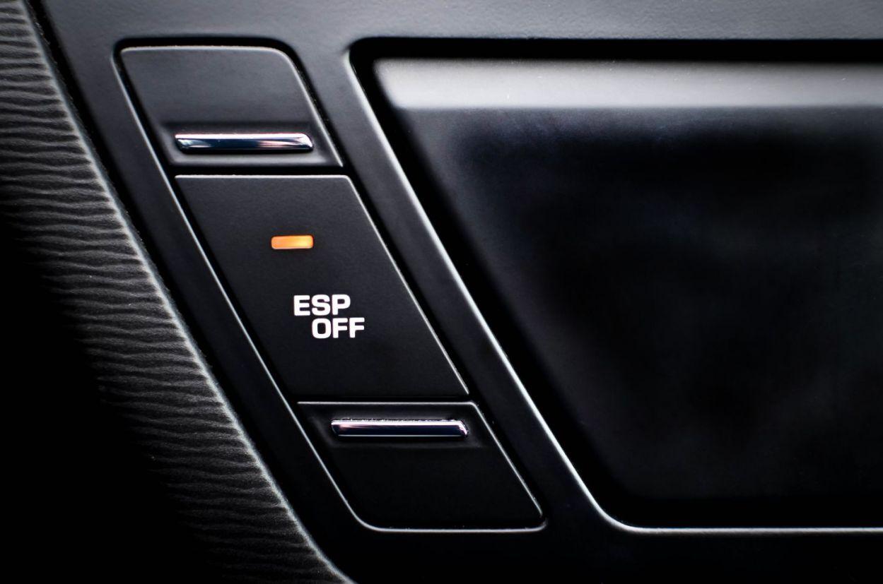 Botão no painel para desligar controle de estabilidade (ESP)