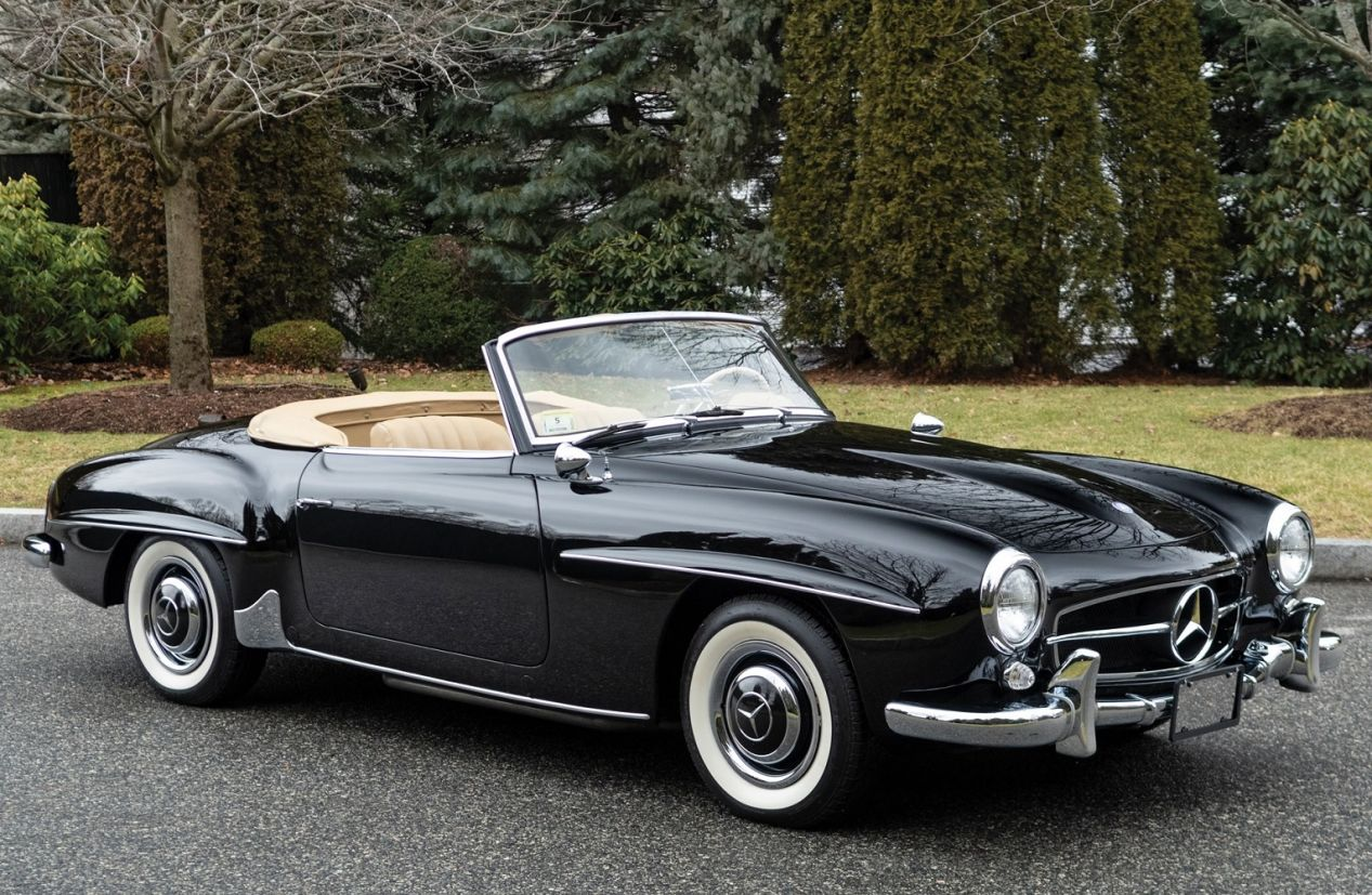 Mercedes Benz 190 SL 1959 preto conversível visto de frente: modelo foi colocado à venda em leilão de carros antigos de Amelia Island 2020