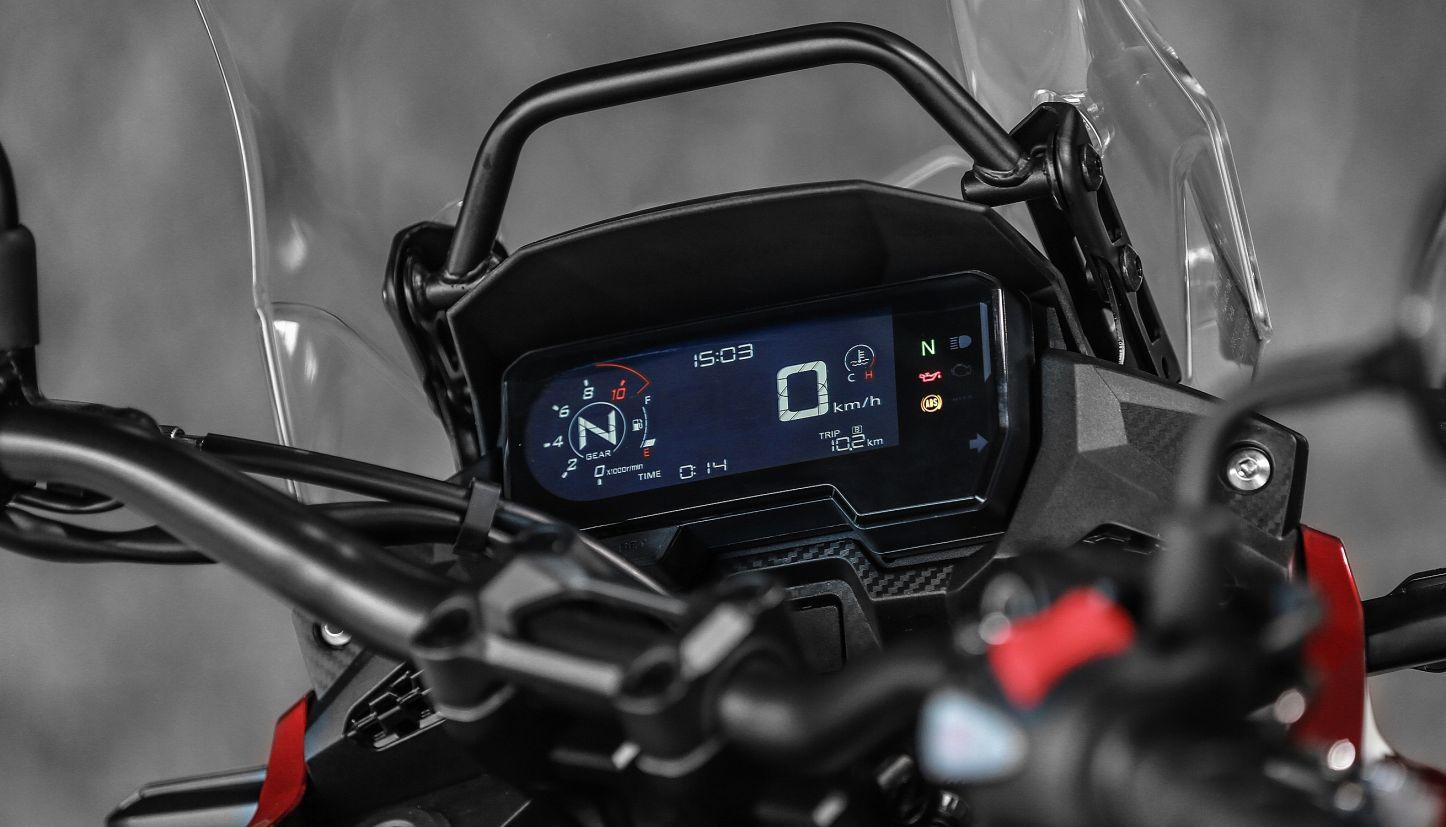 Painel digital da Honda CB 500X 2020