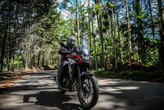 Honda CB 500X 2020 vista de frente