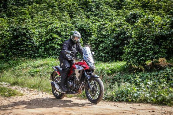 Honda CB 500X 2020 vermelha vista de frente