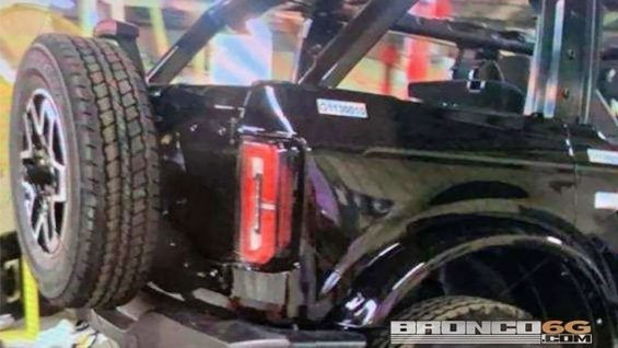 ford bronco preto 2021 estepe na traseira pode ter capota removive imagem vazou na net