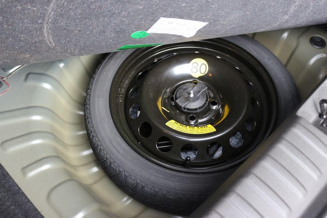 estepe no porta malas do chevrolet onix 2020 hatch