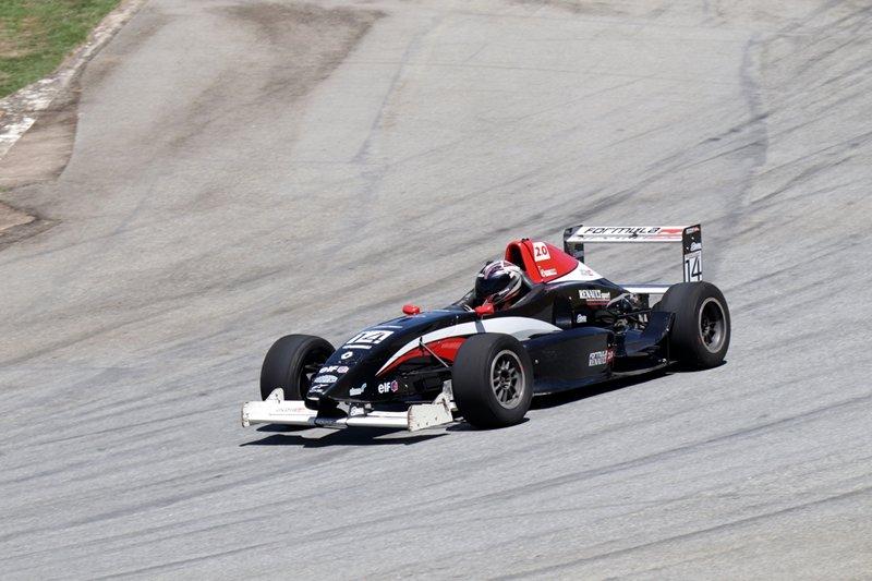 monoposto em treino geral no autodromo mega space