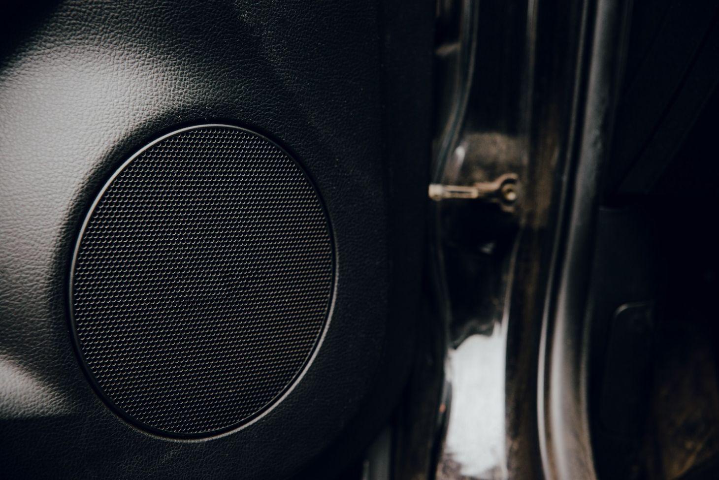 alguns carros nao sao equipados com alto falante e preparacao para som