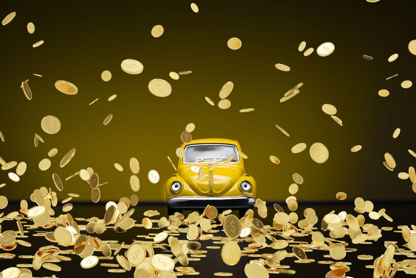 montagem andre fusca amarelo chuva de moedas shutterstock