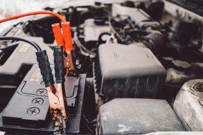 Bateria do carro descarregando? Pode ser os eletrônicos