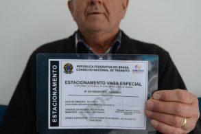 Cartão de estacionamento para PcD e idosos pode ganhar versão digital