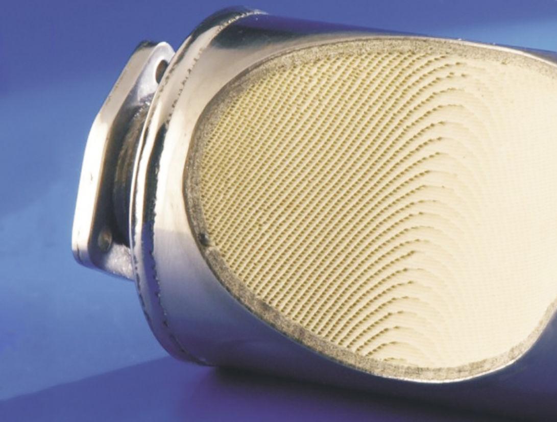 Catalisador é formado por uma colmeia cerâmica ou metálica, que contém elementos nobres, por onde passam os gases