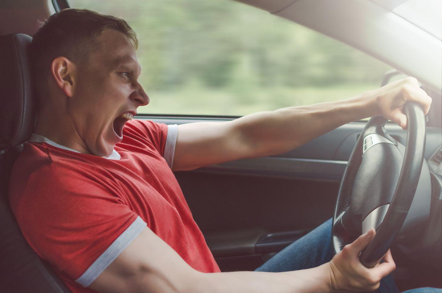 motorista perde controle shutterstock