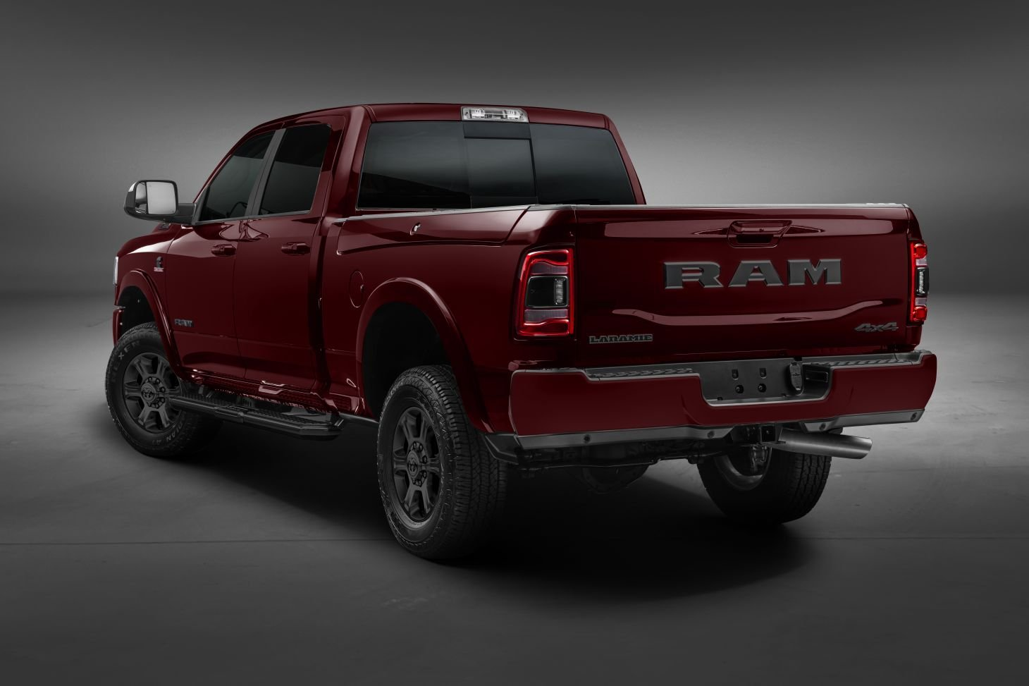 ram 2500 2020 night edition traseira vermelha