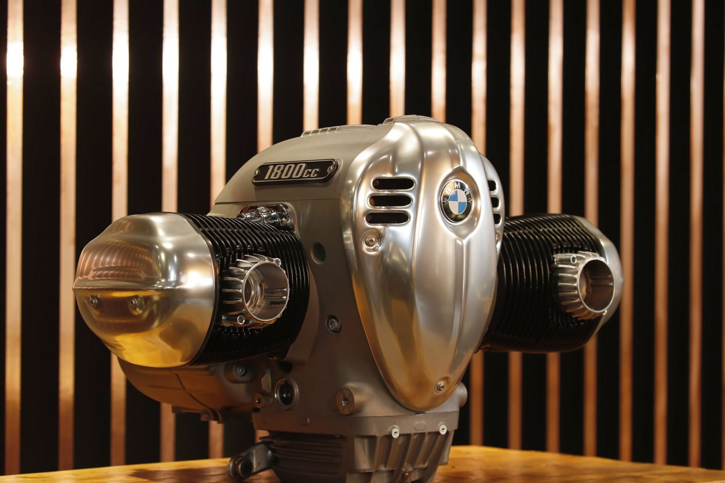bmw r18: motor de 1.802 cm3 em destaque