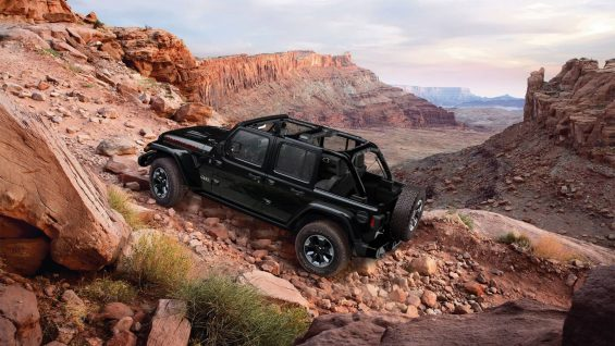 jeep wrangler rubicon preto sem capota na terra