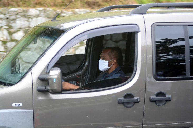 motorista de mascara em um fiat doblo foto jefferson peixoto secom pms 3