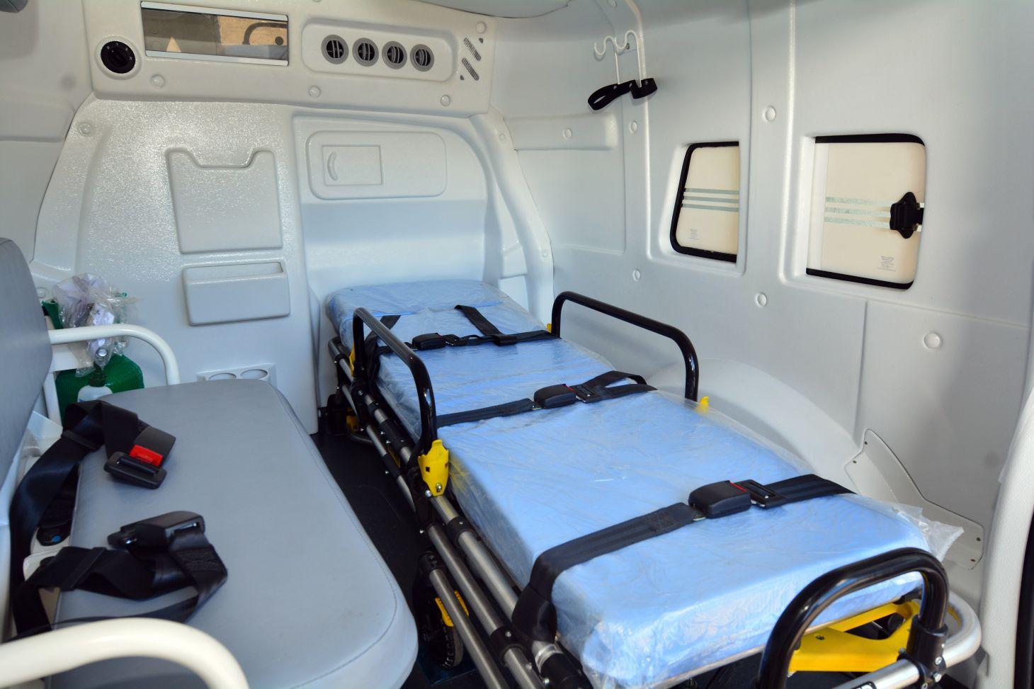 fiat fiorino ambulancia interior maca e equipamentos de atendimento