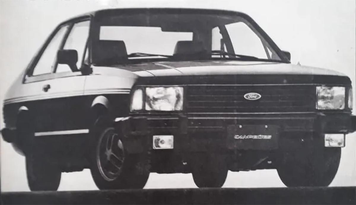 corcel II campeoes preto e dourado, de frente: ford desenvolveu diferentes séries especiais inspiradas no automobilismo para seus carros