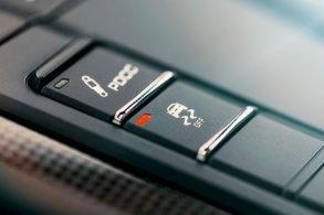 Montadoras pressionam e governo adia exigência por carros mais seguros