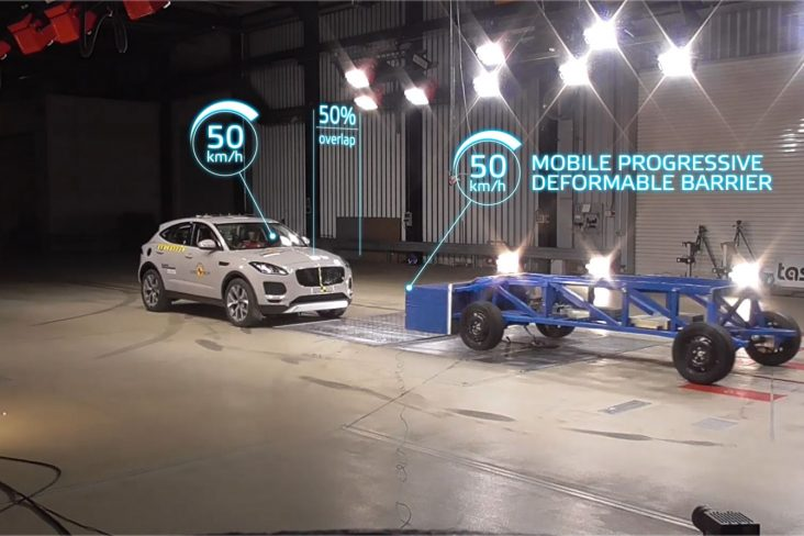 carro da categoria suv participando de testes de impacto do euro ncap