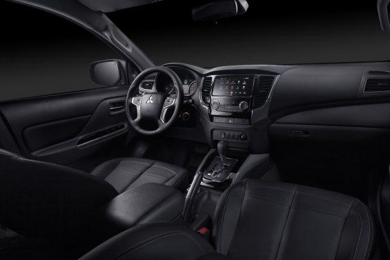 interior da mitsubishi l200 triton motorsports com bancos em couro