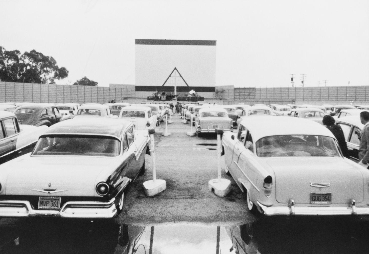 cinema drive in antigo shutterstock