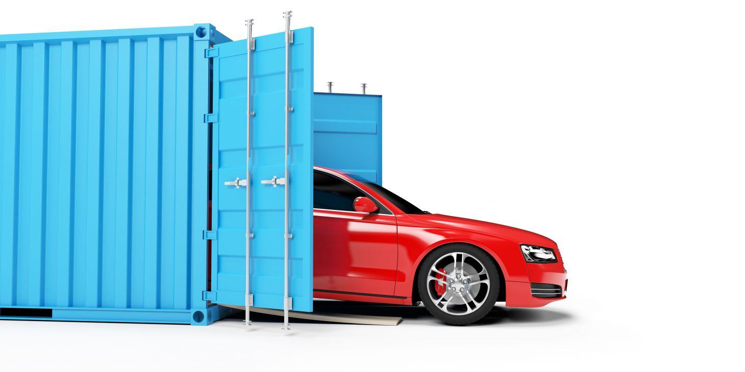 carro importado vermelho saindo do container azul mercado brasileiro