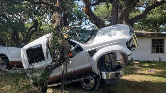 picape ford carroceria cai sobre chassi do veiculo lado