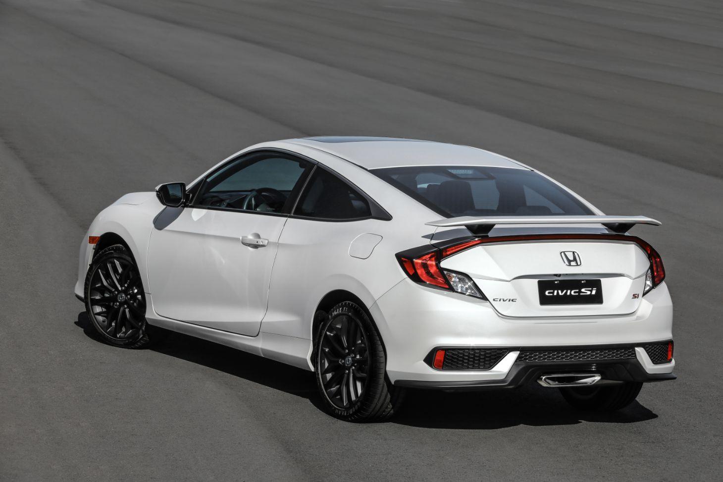 Honda Civic Si 2021 branco com a traseira em detalhe