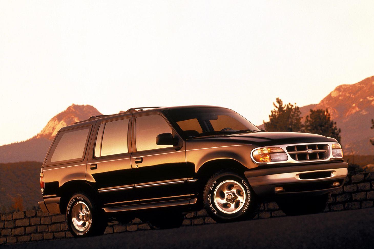 ford explorer preta frente e lateral