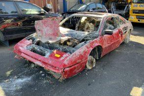 Ferrari roubada é encontrada 20 anos depois dentro de lago: veja como ela ficou