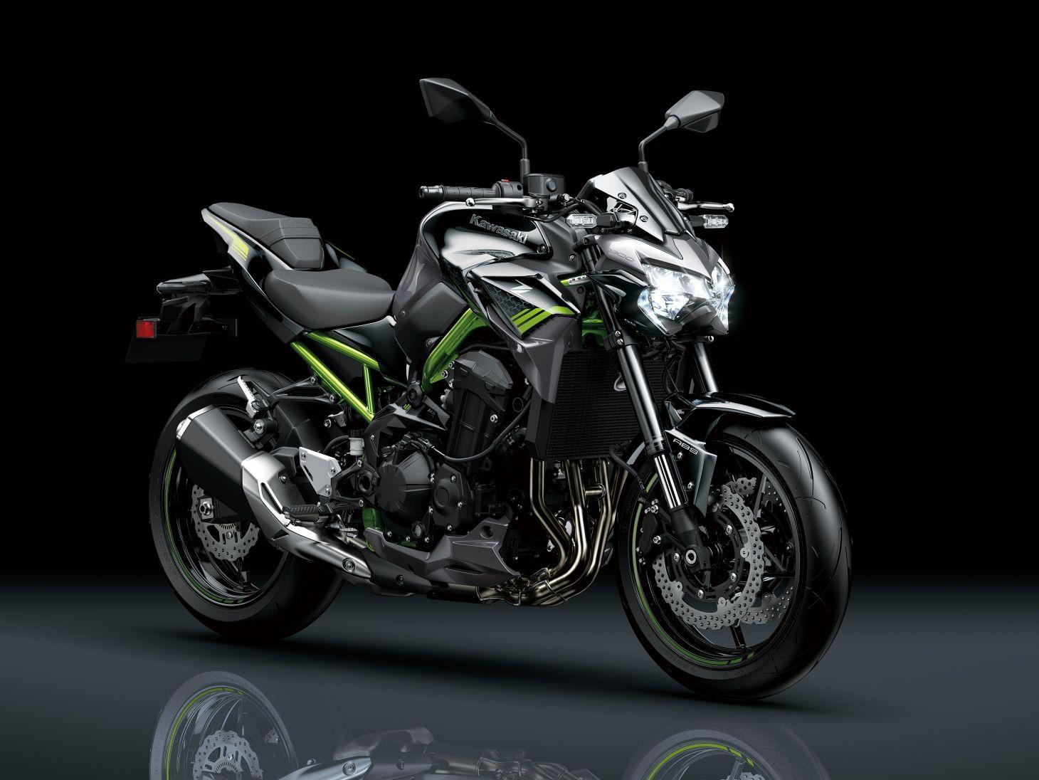 Kawasaki Z 900 2021 preta de frente