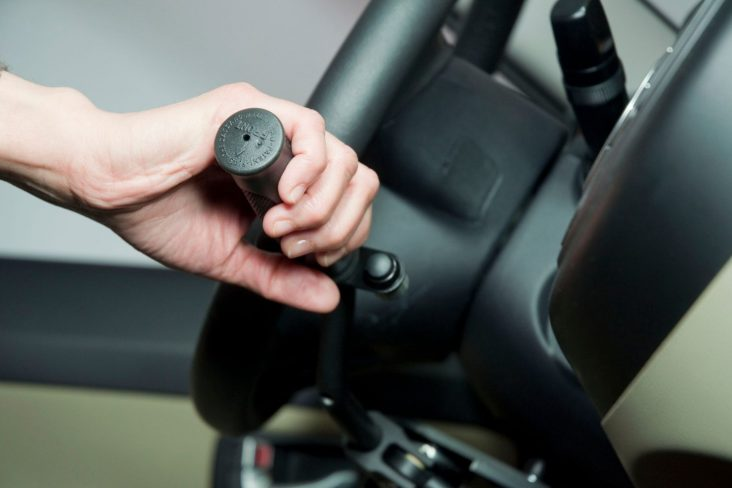 alavanca puxa e empurra no volante de carro adaptado para pessoa com deficiencia pcd adaptacar