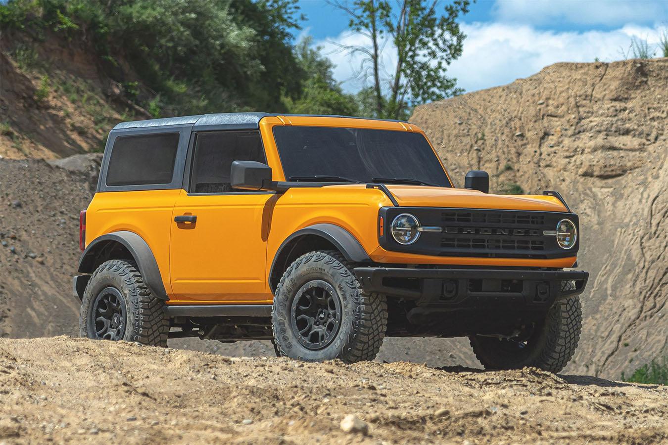 ford bronco first edition amarelo de frente