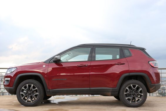 jeep compass trailhawk diesel 4x4 lateral