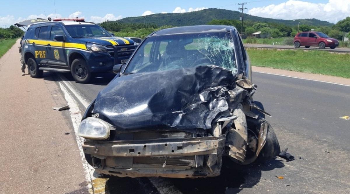 carro batido em estrada do sul do brasil aciddente de transito