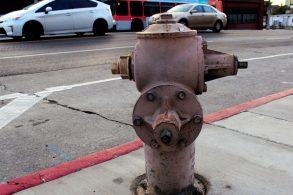 Ninguém respeita hidrante. Até o pior acontecer...