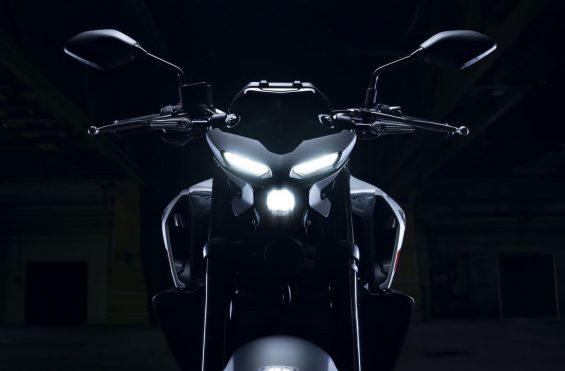 farol da Yamaha MT-03