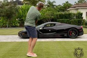 Golfista acerta tacada em janela de Ferrari de R$ 10 milhões
