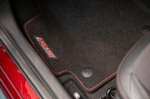 [Vídeo] O tapete do seu carro está preso às travas? Não? Então você corre perigo!