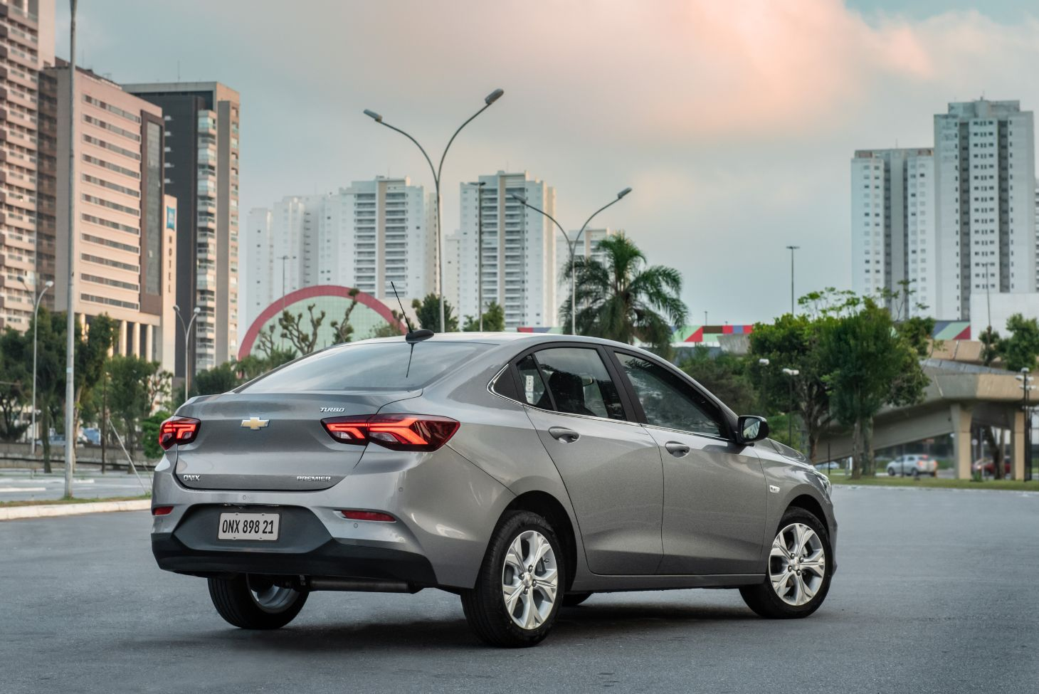 traseira do chevrolet onix 2021 premier 1