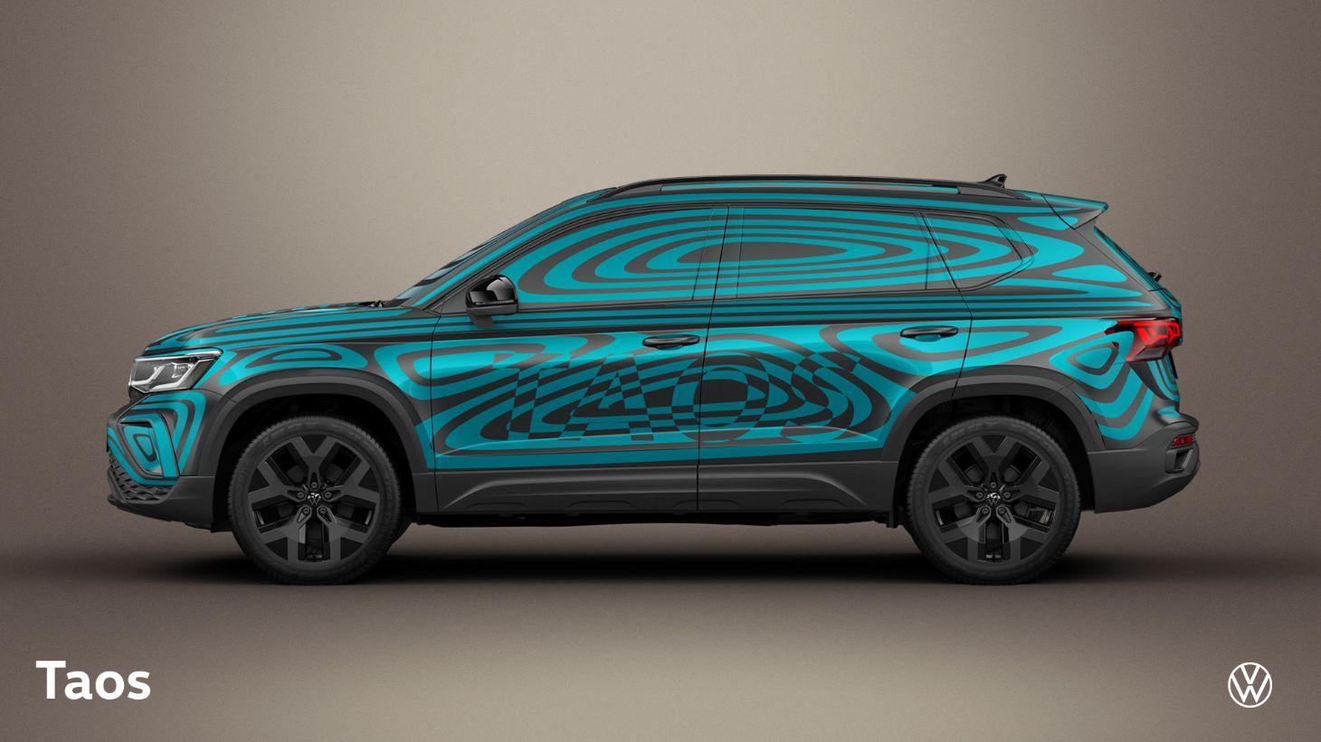 lateral do volkswagen taos com camuflagem azul e preta