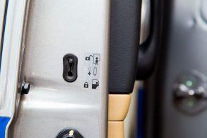 Porta traseira não abre por dentro? Solução pode ser simples!
