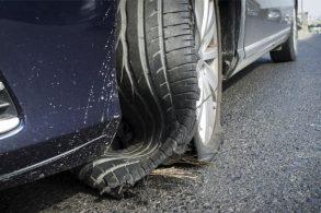 Por que ninguém explica que pneu vencido pode estourar?